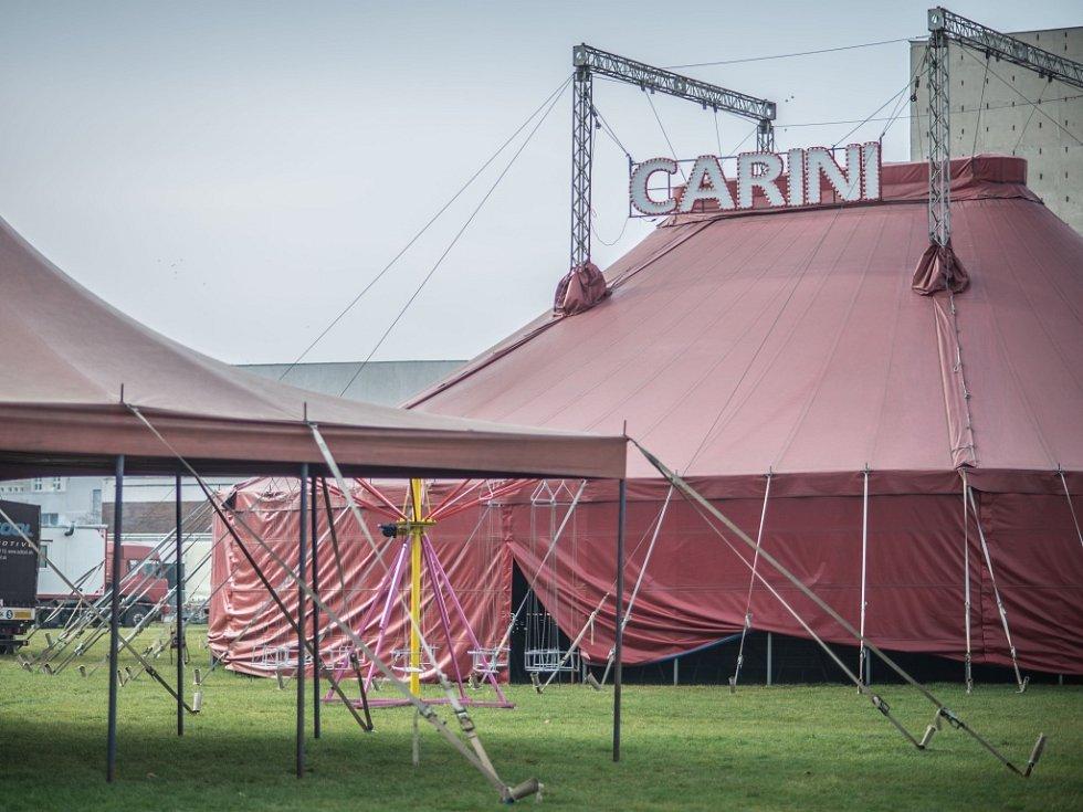Cirkus Carini u královéhradeckého Aldisu.