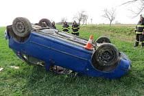 Havárie osobního automobilu u Dolního Přímu.