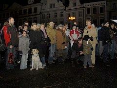 Betlémské světlo si domů odnesly desítky obyvatel Hradce Králové.