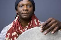 Festivalové publikum se může těšit na perkusistu z Indigo Tria Hamida Drakea.