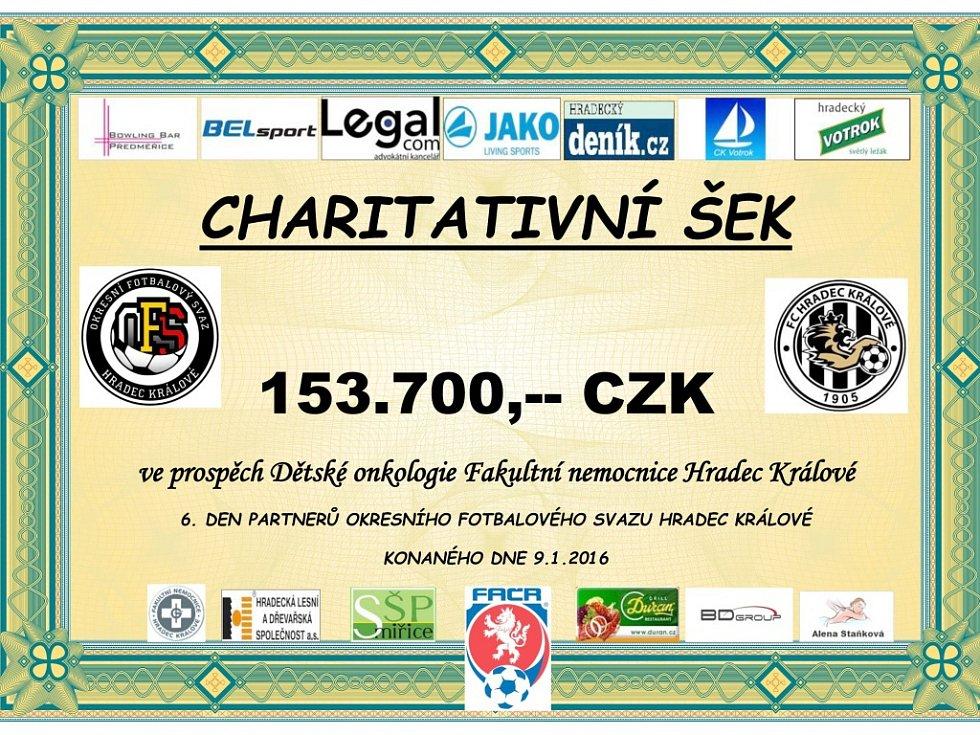 Charitativní šek ve výši 153 700 Kč ze Dne partnerů OFS Hradec Králové 2016.