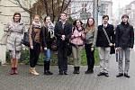 Studenti Prvního soukromého jazykového gymnázia v Hradci Králové na Soutěži v interpretaci frankofonní písně v ostravském klubu Parník.