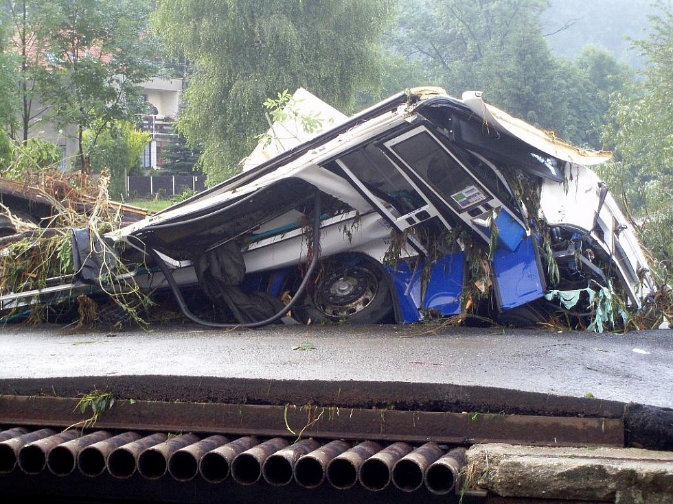 Ničivé záplavy z konce června 2009 v Bludovicích. Adra potřebuje další dobrovolníky na odstraňování jejich následků