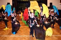 Taneční přehlídka nazvaná Barvy tance v sokolovně v Třebechovicích pod Orebem.