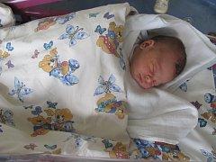 KAREL CHLUP se narodil 16. března v 18.14 hodin. Měřil 51 centimetrů a vážil 3450 gramů. Z chlapečka se těší maminka Monika a tatínek  Karel. Rodina bydlí v Hradci Králové.