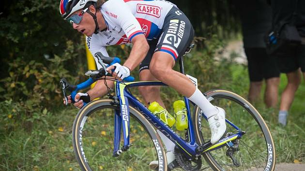 V dresu mistra České republiky jezdí od 22. srpna Adam Ťoupalík, aktuálně 3. nejlepší český silniční cyklista.