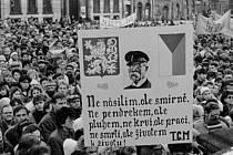 Protestní shromáždění na tehdejším Žižkově náměstí v Hradci Králové.
