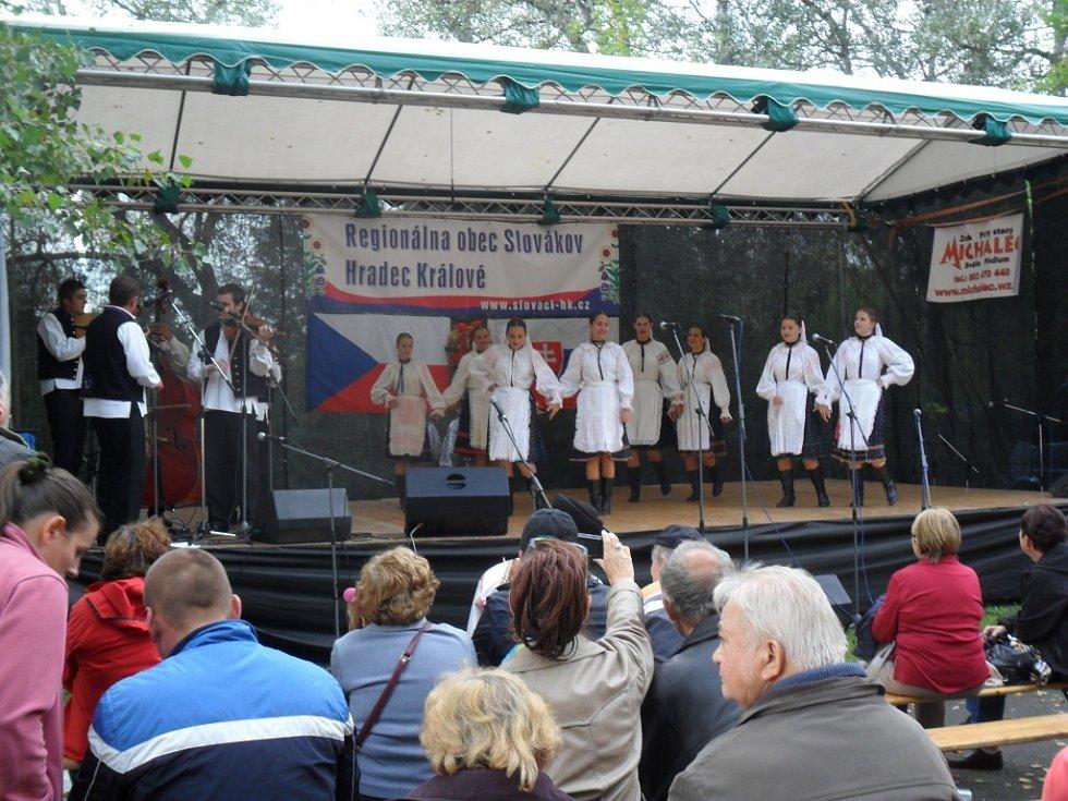 V rámci programu královéhradecké Obce Slováků nechyběl mimo jiné folklor ani koncert známé hudební skupiny Lojzo.