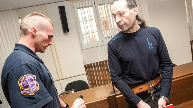 Karel Suchý u Krajského soudu v Hradci Králové.