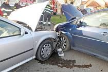 Dopravní nehoda tří osobních vozidel v obci Nepolisy.