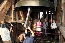 Augustyn, třetí největší zvon v republice, byl znovu vysvěcen