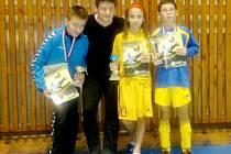 Mladé fotbalisty v Hlušicích navštívil český reprezentant Václav Pilař.