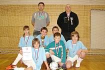 PŘEBORNÍK. Starší žáci Dohalic se v předměřické sportovní hale stali okresním šampionem. Ve finálovém utkání při nich stálo štěstí, neboť o svém vítězství rozhodli až v penaltovém rozstřelu.