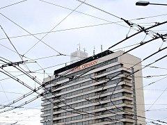 Přes 40 let hradecký hotel Černigov na Riegrovo náměstí. Jeho čas se ovšem naplnil. V příštím roce má ustoupit novému administrativnímu komplexu. Na jeho místě plánuje firma CPI vystavět mimo jiné i nový čtyřhvězdičkový hotel Clarion.