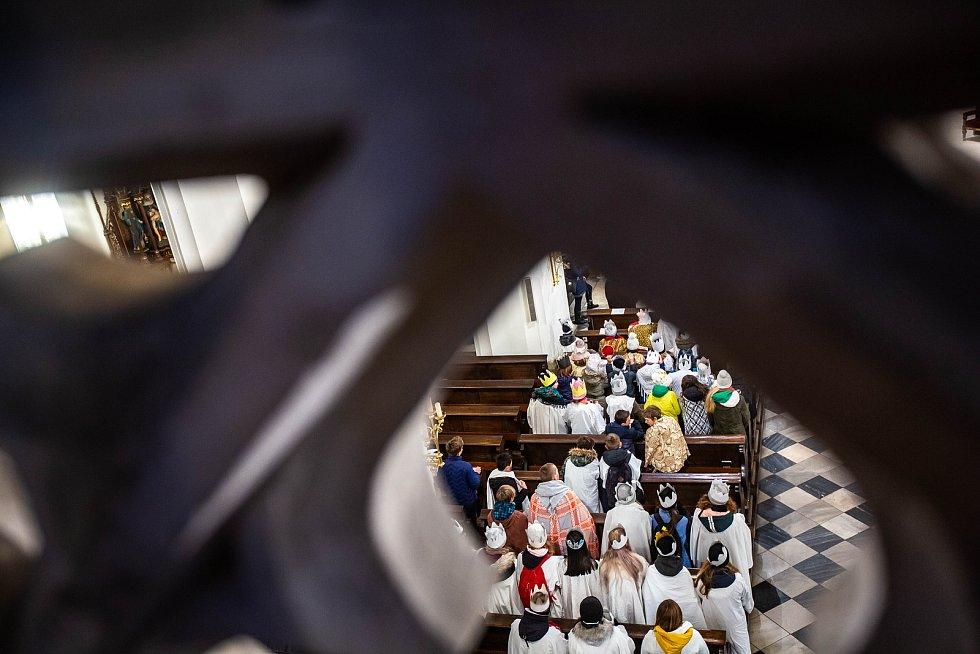 Žehnání třem králům v hradecké katedrále sv. Ducha.