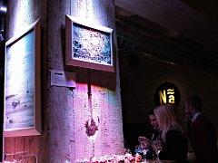 Vernisáž projektu Be Sea v hradecké kavárně Náplavka.