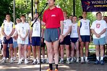 Účastníci hradecké části světového běhu harmonie se na trať vydali z Jiráskových sadů.