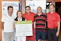 Zprava: manažer resortu Golf & Spa Kunětická Hora Pavel Krejčík, Petr Dulíček - odborný garant NF Aquapura, zakladatelé nadačního fondu manželé Staňkovi a bývalý profesionální hokejista David Pospíšil.