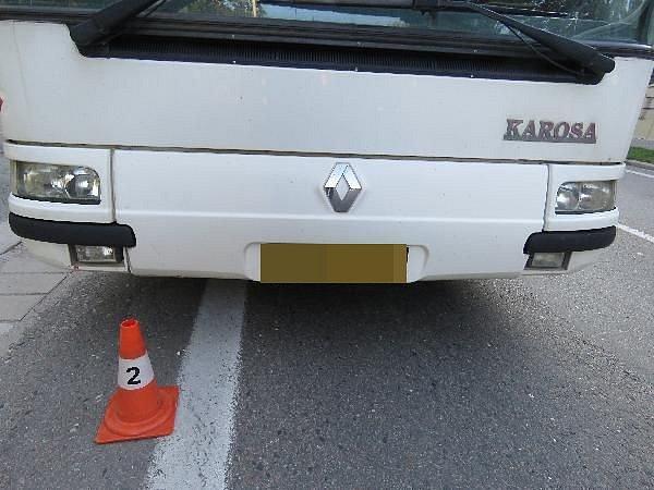 Autobus srazil v centru Hradce psa.