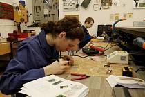 Soutěž odborných dovedností slaboproudařů a silnoproudařů v královéhradecké Střední průmyslové škole, střední odborné škole a středním odborném učilišti.