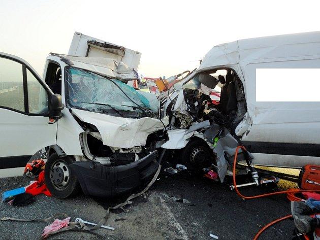 Tragická dopravní nehoda dvou dodávek u sjezdu z Dálnice D11 u Libišan.