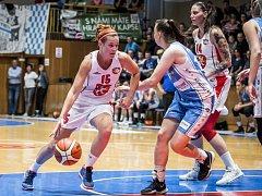 Ženská basketbalová liga: Sokol Nilfisk Hradec Králové - BK Lokomotiva Trutnov.