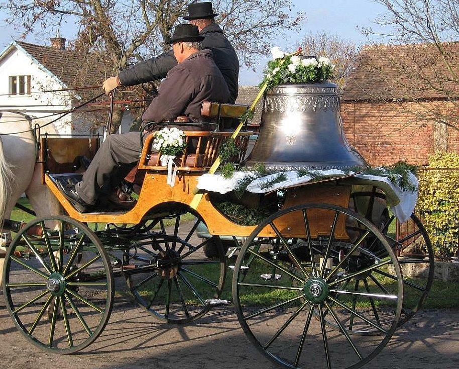 Již třetím zvonem v pořadí se může pochlubit kostel svatého Jiří v Hněvčevsi.