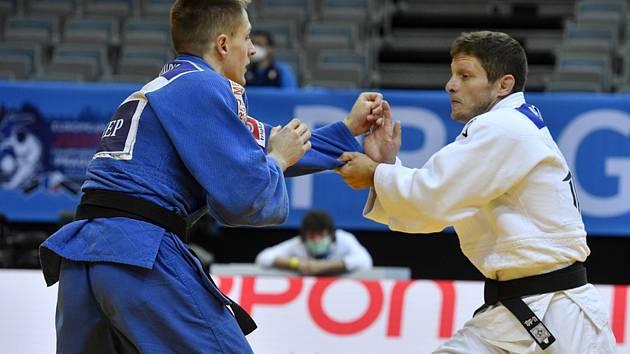Poslední zápas své bohaté kariéry absolvoval Pavel Petřikov (v bílém) na mistrovství Evropy v Praze.