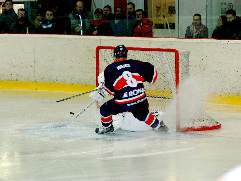Krajská hokejová liga: Stadion Nový Bydžov - HC Jičín.