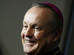 Královéhradecký biskup Jan Vokál.