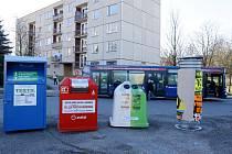 Třídění odpadu v Hradci Králové - speciální kontejnery na textil, elektroodpad a sklo.