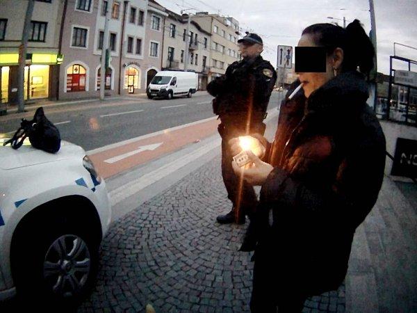 Zadržená žena podezřelá zkrádeže.