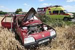 K dopravní nehodě osobního vozu Škody Forman došlo mezi obcemi Černilov a Librantice na Královehradecku. Vozidlo skončilo mimo silnici v obilném lánu, zraněni byli tři lidé. Škoda je odhadnuta na 25 tisíc korun.