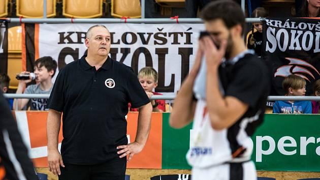 Trenér hradeckých basketbalistů Lubomír Peterka.