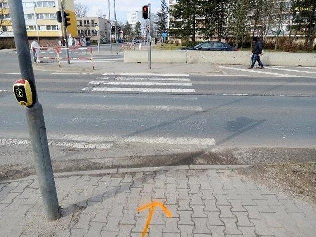 Místo střetu automobilu sosobou na přechodu - hradecká ulice Víta Nejedlého.