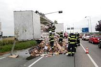 Požár kartonového odpadu na nákladním vozidle