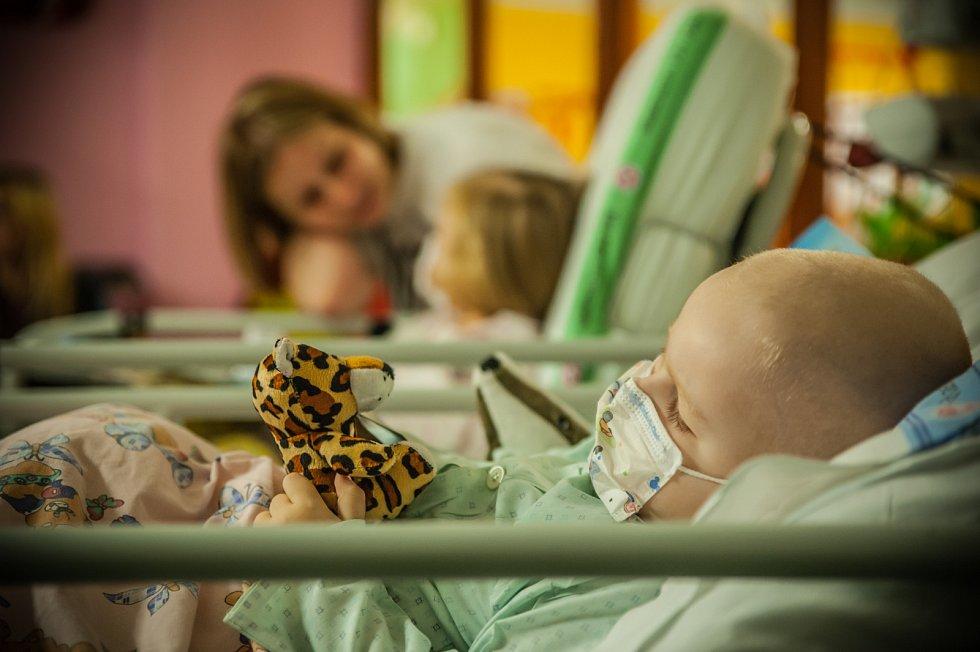 Mikuláš na dětské onkologii fakultní nemocnice Hradec Králové.