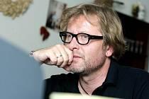 Do redakce Hradeckého deníku přišel umělecký šéf a režisér hradeckého Klicperova divadla David Drábek a  odpovídal na otázky čtenářů Deníku v on–line rozhovoru.