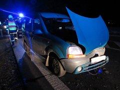 Dopravní nehoda dvou osobních automobilů u Třebechovic pod Orebem.