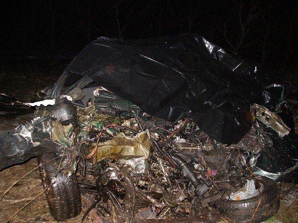 Smrtelná  nehoda u Urbanic (Hradecko). Na místě zemřel třiatřicetiletý řidič osobního vozidla Opel Vectra.