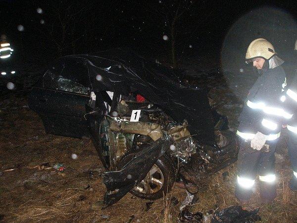 Smrtelná  nehoda u Urbanic. Na místě zemřel třiatřicetiletý řidič osobního vozidla Opel Vectra.
