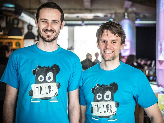 Autoři příběhu o medvídkovi The Wrr ilustrátoři Michal Široký a Jaromír Štejnar (vpravo) z Hradce Králové.
