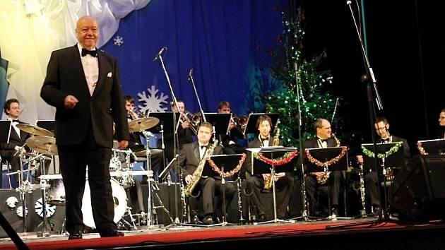 Orchestr Václava Hybše.