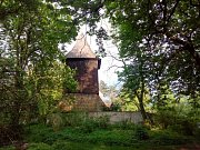 Rezidenční dům by měl vyrůst v těsné blízkosti hřbitova na Zámečku. Proti záměru se postavila  Římskokatolická farnost Nový Hradec Králové a místní obyvatel.