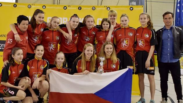 """Hradecké """"lvice"""" U14 vyhrály mezinárodní turnaj ve Španělsku."""
