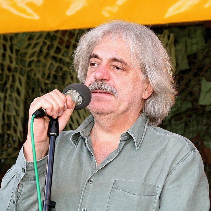 Smiřický hrnec 2009: Původně folkový a country festival okořenil Robert Křesťan písněmi z alba Dylanovky.