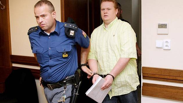 Trest odnětí svobody na pět až deset let hrozí dvěma mužům z Prahy, Tomáši Harantovi a Františku Dobešovi.