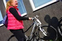 Šťastná majitelka nalezeného jízdního kola, které se dříve stalo terčem krádeže.