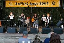 """Smiřický hrnec 2009: Kapela Schovanky """"zabodovala"""" u publika především svými známými písněmi."""
