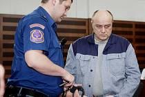 Krajský soud deset zlodějů aut potrestal, stejný počet osvobodil